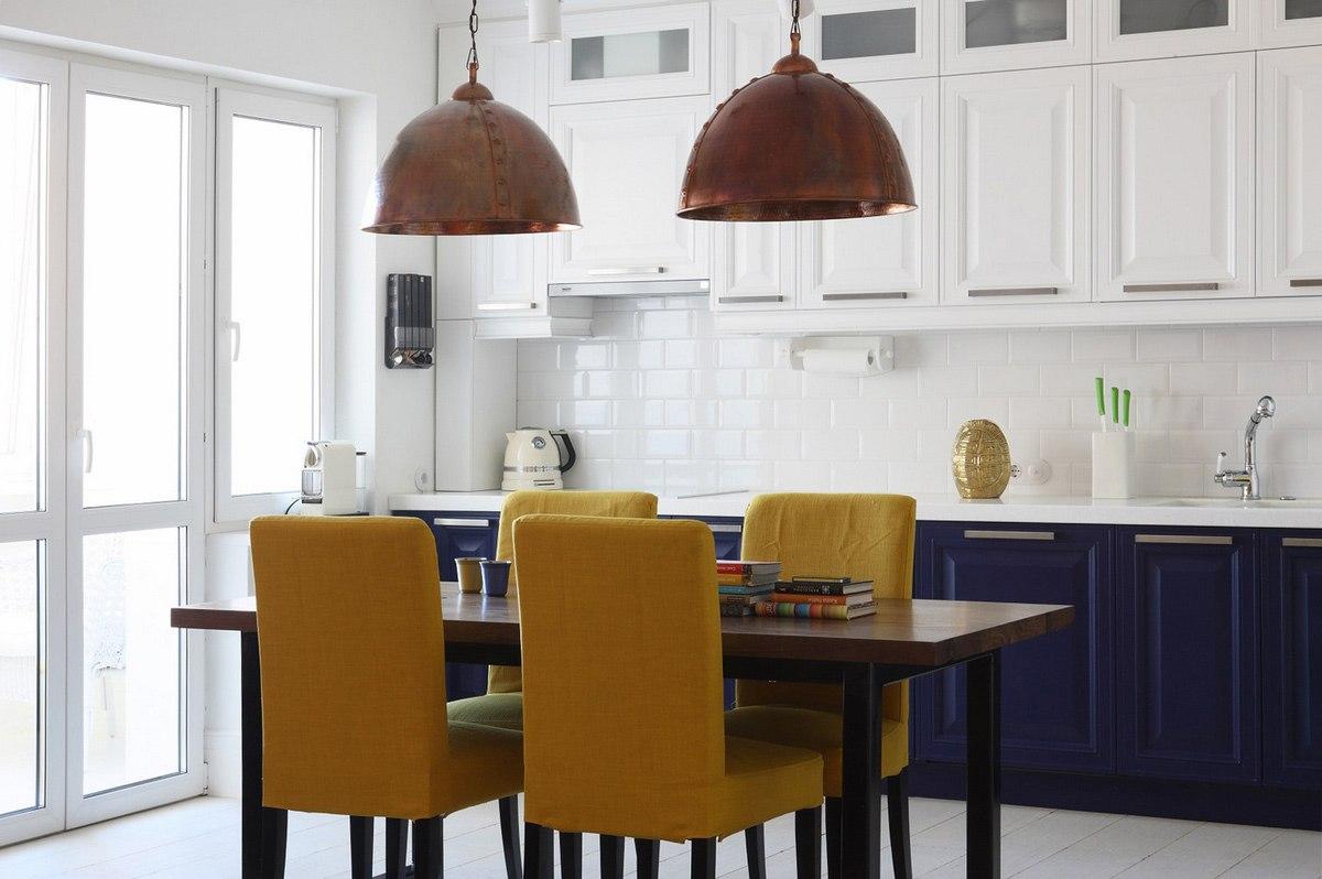 Кухня матовая в стиле городской классики с гармонично подобранными цветами