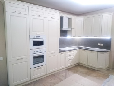 Красивая белая кухня покрытая шпоном и эмалью  № 5