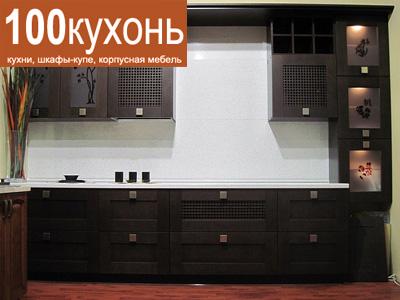 Встроенная кухня массив дерева в восточном стиле модерн черная с рисунком на витражах