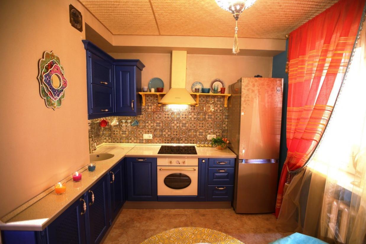 Кухня синяя в пвх в восточном классическом стиле