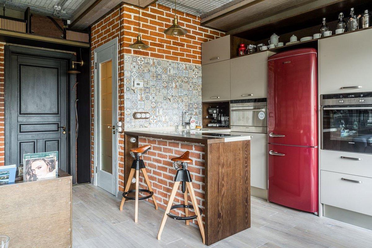 Красивая серая кухня в стиле лофт с барной стойкой