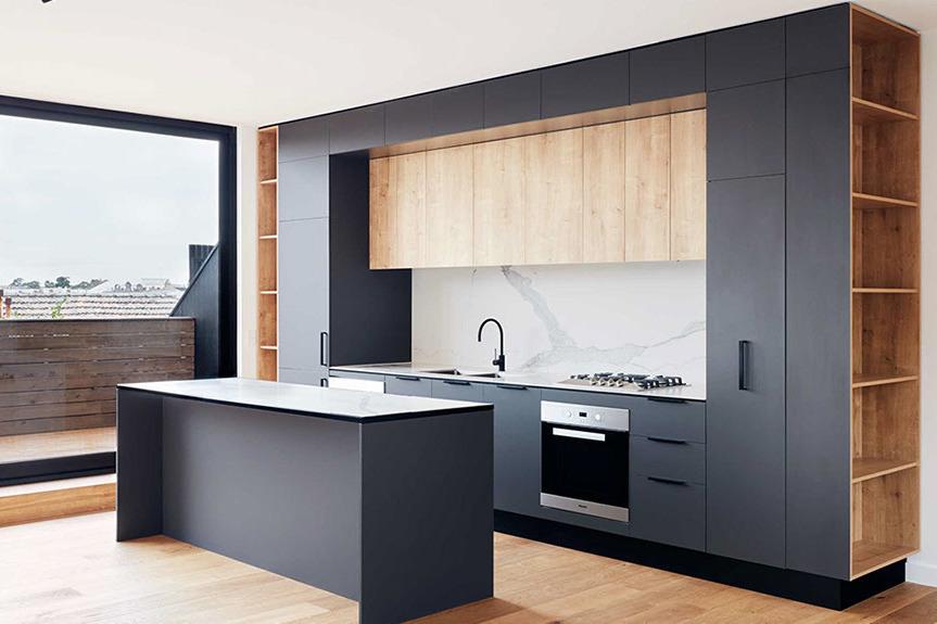 Серая трёхъярусная матовая кухня в студию