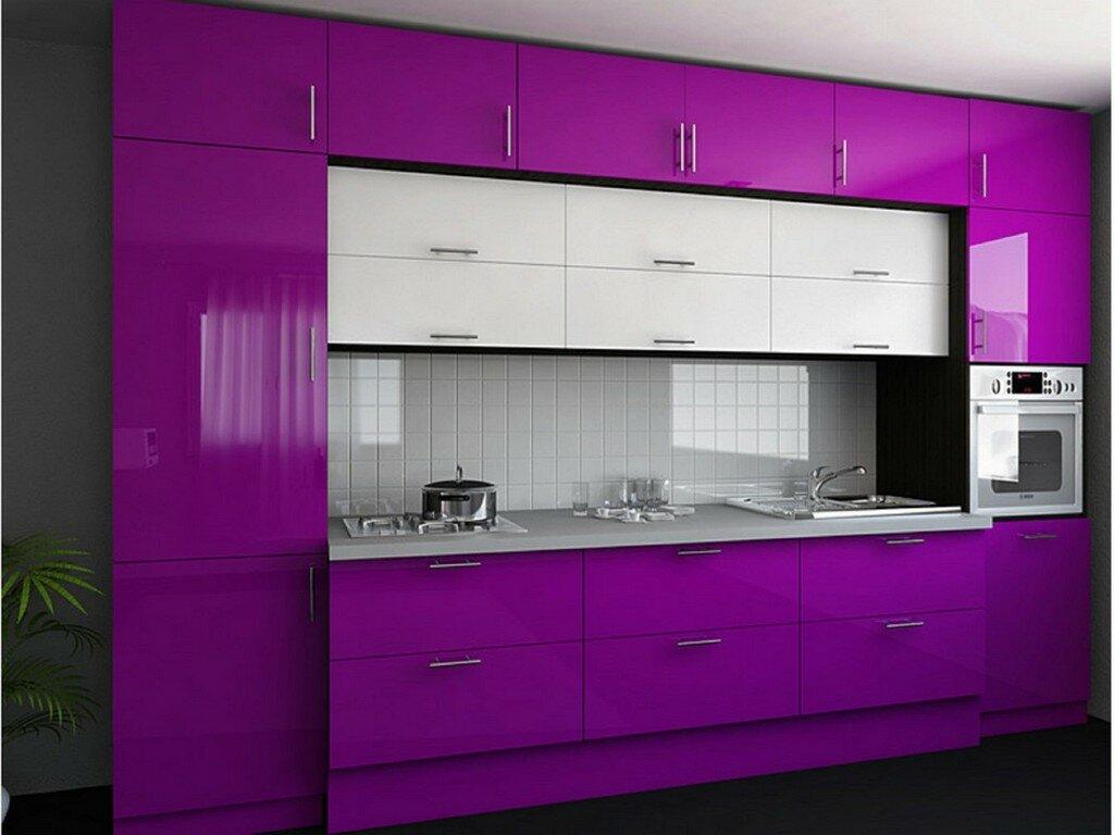 Яркая кухня фиолетового цвета трёхуровневая