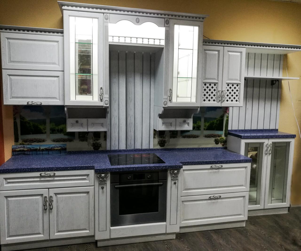 Дворцовая кухня из массива