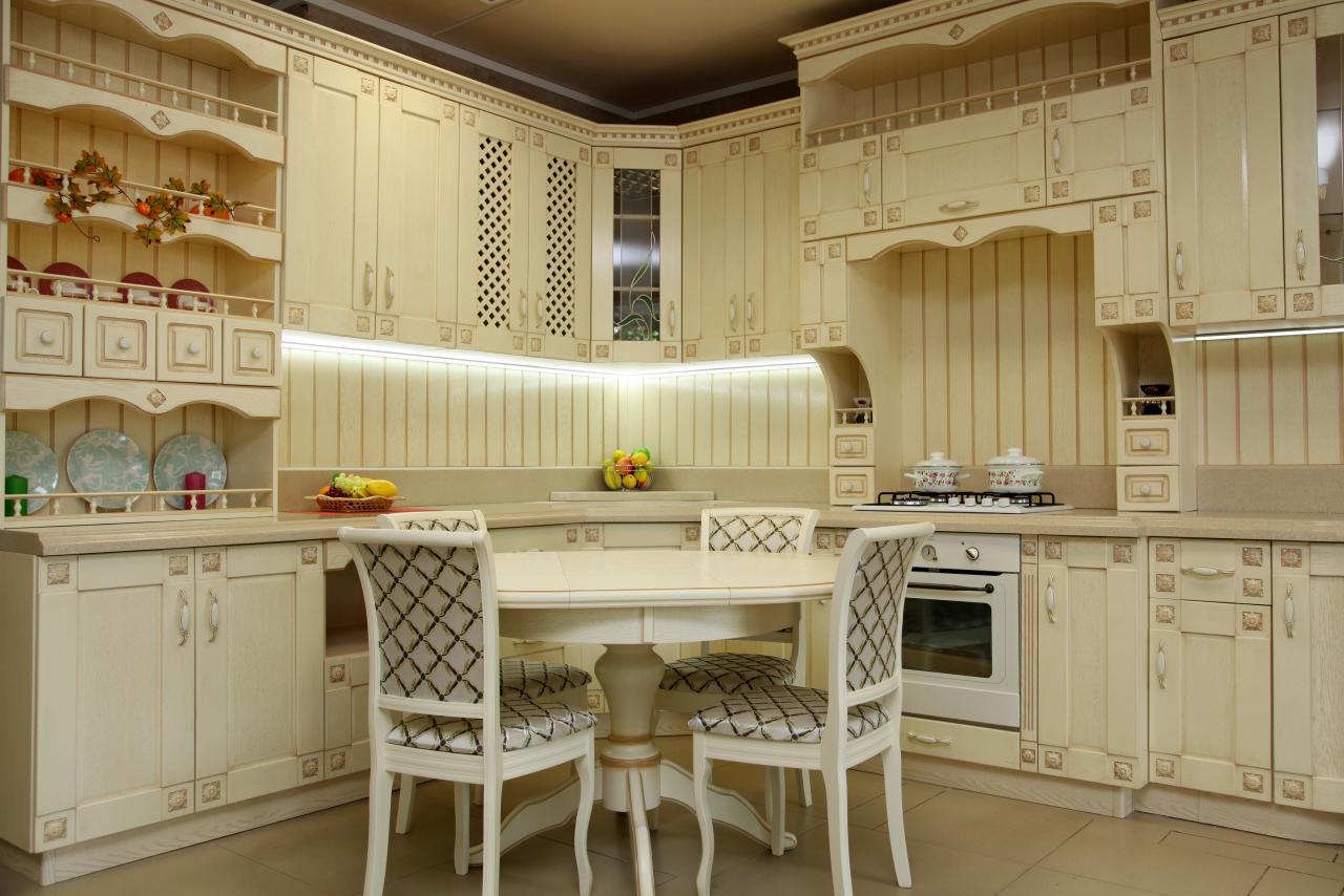 Абсолютная роскошь - кухня Модернс в старорусском стиле