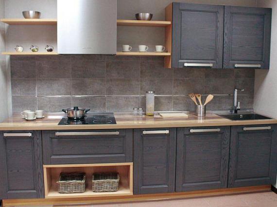 Современная серая кухня из массива дерева ''Грей''