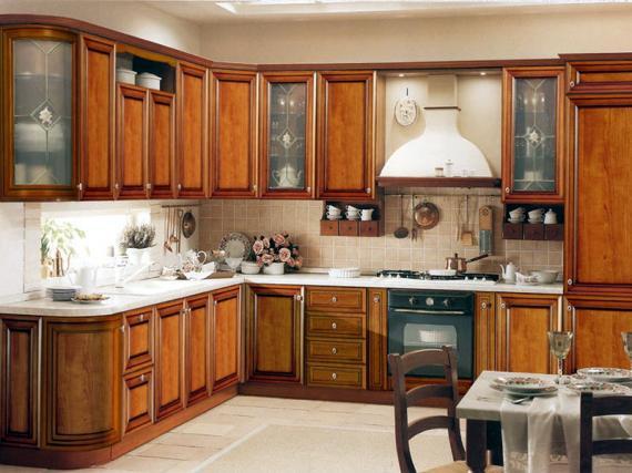 Кухня из массива дерева ольхи с радиусными фасадами
