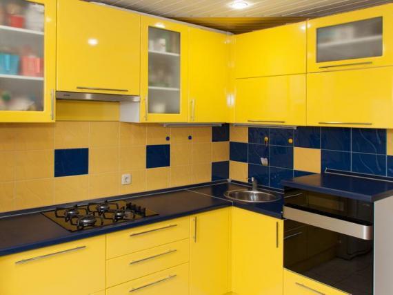 Кухня с желтым глянцевым фасадом МДФ пленка