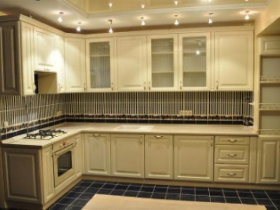 Красивая кухня из МДФ крашеная в бежевый цвет образец №1