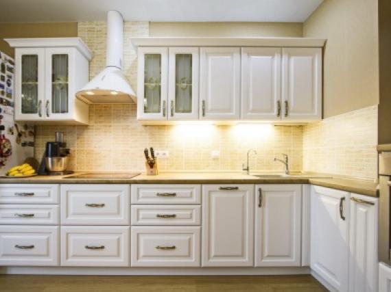 Дизайнерская кухня белая в матовой краске фото работы №5
