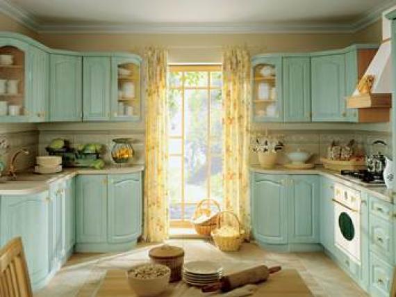 Кухня мятного цвета в стиле прованс