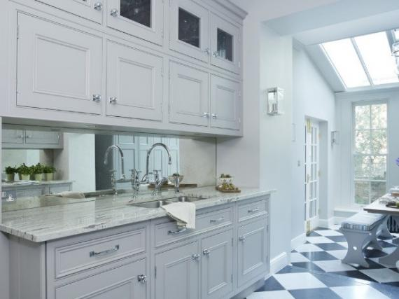 Серый классический кухонный гарнитур