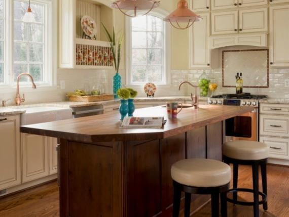 Кухня в английском стиле с патиной