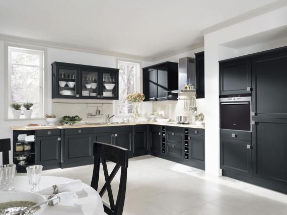 Чёрная кухня в деревенском стиле фасады мдф шпон