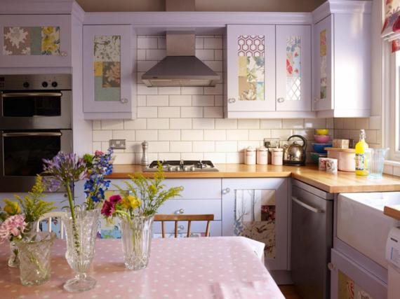 Кухня в шпоне лилового цвета в стиле прованс
