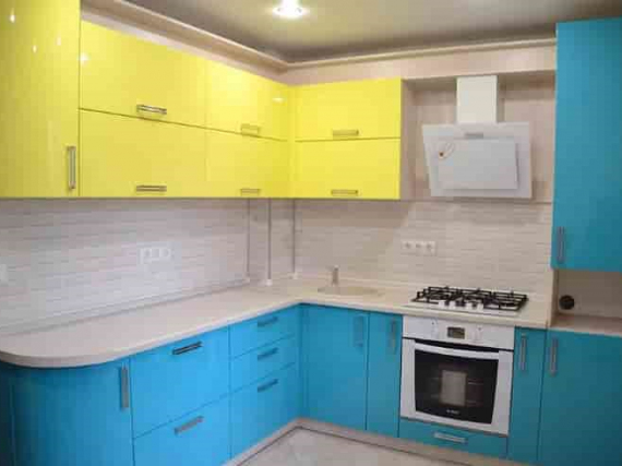 Яркая жёлтая и синяя кухня в эмали