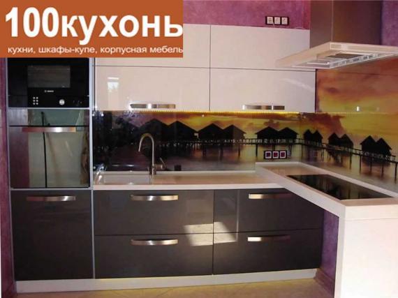Кухня МДФ акрил глянец белый верх, серый низ с фотопечатью на стекле