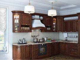 Кухня угловая массив цельного дерева цвет шоколад классика со встроенным холодильником