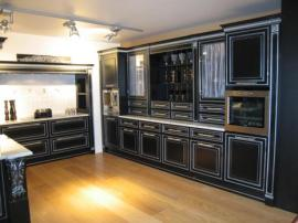 Кухня черная эмаль с серебряной патиной на заказ