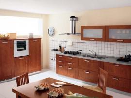 Кухня цвета орех из массива граба с итальянскими фасадами София