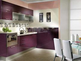 Кухня фасады испанская плита высокий глянец баклажанного цвета со столешницей из камня