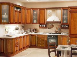 Кухня итальянская из массива, угловая в классическом стиле цвет вишня со столешницей из камня