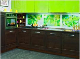 Кухня комбинированная массив дуба с салатовым пластиком со скинали вместо стеновой панели