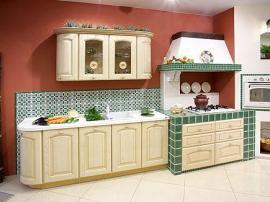 Кухня на заказ итальянская массив ясеня стиль кантри с зеленой кафельной плиткой