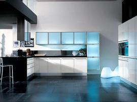 Кухня на заказ пластик белый и голубое акриловое стекло