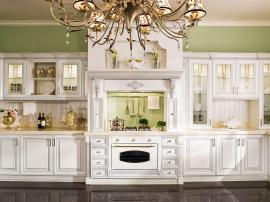 Кухня премиум класса матовая белая эмаль с фрезировкой и серебряным патинированием с элементами декора