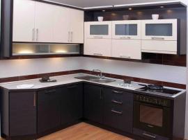 Кухня угловая недорогая МДФ в пластике с верхней подсветкой черная с белым