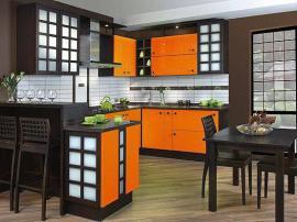 Кухня в восточном стиле черный массив с решетками комбинированный с солнечно оранжевым ПВХ