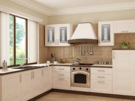 Кухонный гарнитур дорогой и стильный бежевого цвета из массива дерева со столешницей под окном, можно купить на заказ