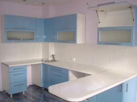 Кухонный гарнитур небесно- голубой П-образный с барной стойкой с пластиковой столешницей