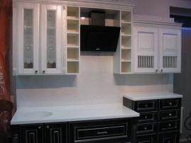 Маленькая кухня с фасадами Соната Сильвер белого цвета с серебром