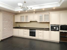 Шикарная кухня массив в эмали выполненная с использованием Итальянских фасадов Modern Provance