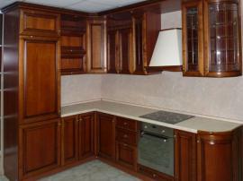 Угловая кухня Соня со встроенным холодильником из массива березы с искусственным старением