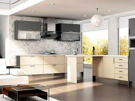 Встроенный кухонный гарнитур белого и серого цвета, светлый модерн