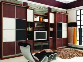 Бордовая современная встроенная гостиная с удобными раздвижными дверками