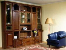 Гостиная на заказ в классическом стиле из массива дерева с большим колличеством ящиков