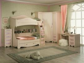 Классическая детская с двухъярусной кроватью розового цвета