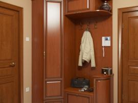 Мебель для коридора прихожей в классическом стиле цвета натуральный массив вишни