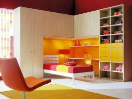 Современная детская мебель для подростка светлая с яркими вставками из МДФ на заказ