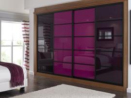 Встроенный фиолетовый шкаф купе на заказ из глянцевого пластика