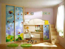 Яркая кровать- чердак на заказ из МДФ для детской с фотопечатью