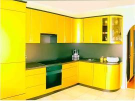 Ярко-желтый кухонный гарнитур