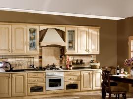 Кухня итальянская кремовая из массива дерева ясеня ''Сандра'' с фасадами Вилла