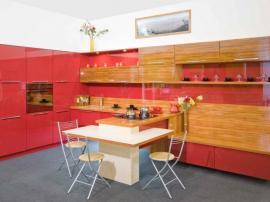Кухня Alvic и коралловая эмаль