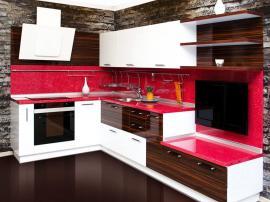 Alvic кухня с яркой столешницей из камня