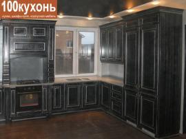 Черная кухня с патиной